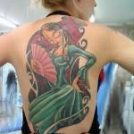 Tatuagem com figura de mulher nas costas (Foto:Divulgação)