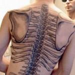 Tatuagem de esqueleto nas costas (Foto:Divulgação)