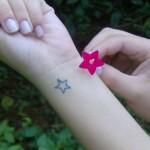 Tatuagem de estrela bem pequena (Foto:Divulgação)
