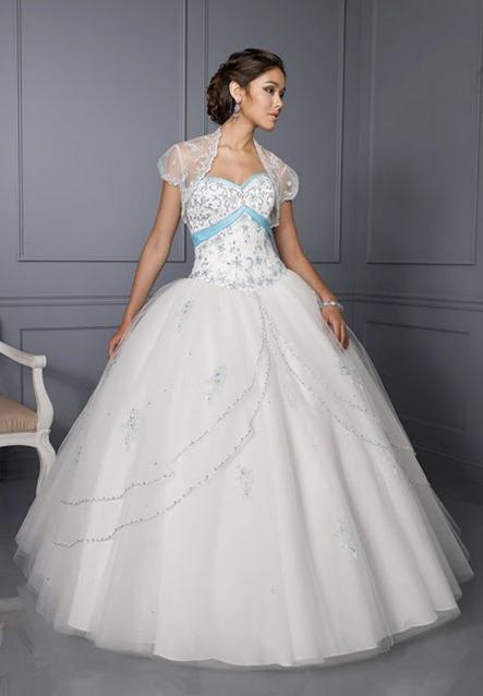 Vestido branco com detalhes em azul