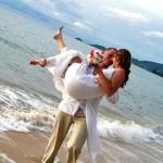 É vontade de muitos casais selarem a união na praia (Foto: Divulgação)
