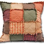 almofada de retalhos coloridos.