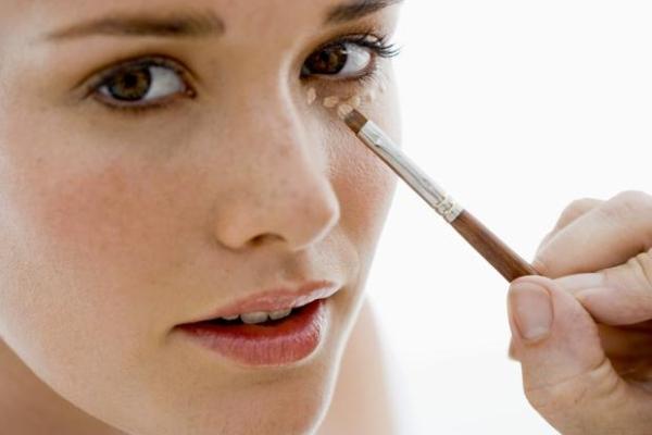 Olheiras: como disfarçar com maquiagem