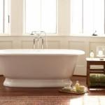A banheira ajuda a compor uma casa de banho acochegante.