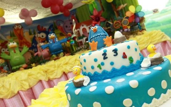 Festa de aniversário com tema Galinha Pintadinha.