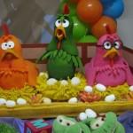 As galinhas podem ser usadas para decorar o espaço.