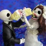 Bolo de Casamento com o casal esqueleto (Foto: Divulgação)