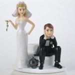 Bolo de Casamento com a noiva aprisionando o noivo (Foto: Divulgação)