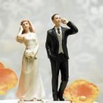 Bolo de Casamento com os noivos no telefone (Foto: Divulgação)