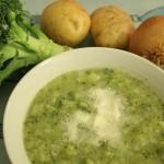 Sopa de batata e brócolis cremosa