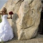 Noivo urinando atrás da pedra (Foto: Divulgação)