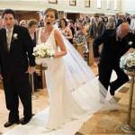 Homem pisa no veu da noiva (Foto: Divulgação)