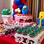 Cupcakes enfeitados com a Galinha Pintadinha.