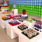 Mesa de doces com tema da Galinha Pintadinha