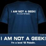 Tradução da camiseta: Oi não sou Nerd, eu sou um paladino nivel 12.