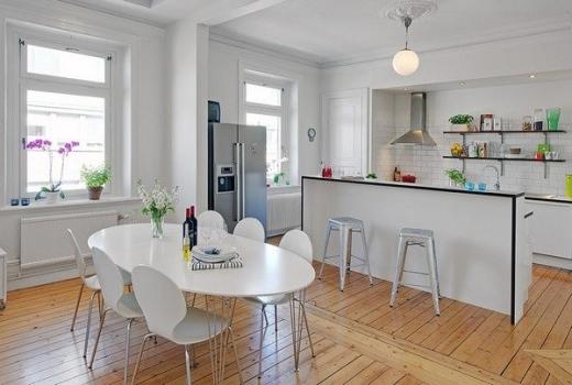 A cozinha americana marca a integração de ambientes dentro da casa.