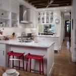 A cozinha americana satisfaz a ideia de conforto e aconchego.
