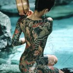 Corpo coberto com tatuagens