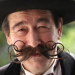 Barbas e bigodes diferentes - Bigode Enrolado