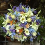 Arranjo de flores azuis