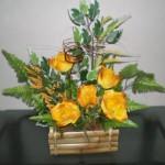 Arranjo com rosas amarelas