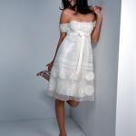 Vestido de Noiva Curto com Faixa e Flores na Barra