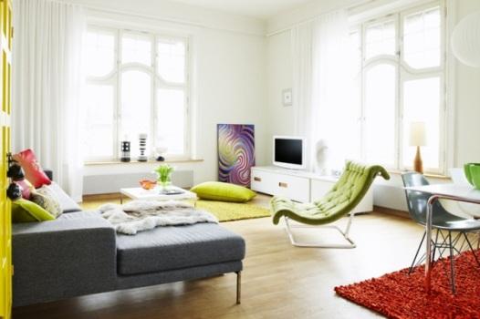 Pontos de cor na forma de móveis e objetos.