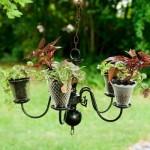 Lustre foi usado na decoração com vasos.