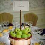 Quando o enfeite é para decorar mesas de festas, pode ser usado esse modelo com cartão convite.