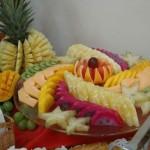 Os restaurantes apostam na beleza das frutas para dar mais beleza ao buffet.