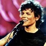 Cássia Eller, uma das grandes vozes do rock brasileiro, morreu devido a uma overdose, quando tinha 39 anos