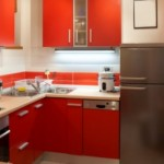 Cozinha pequena decorada com móveis estilo retrô.