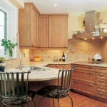 Decoração de cozinha pequena com estilo contemporâneo.