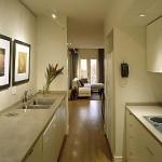 Decoração de cozinha suave e tranquila, ideal para lugares pequenos.