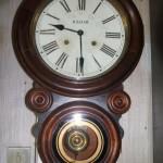 Relógio de parede estilo retrô, combina com  decoração contemporânea.