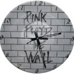 São várias as formas de expressar a criatividade, como nesse relógio de parede simples, mas cheio de personalidade.