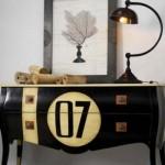 O número 7 decora a cômoda antiga