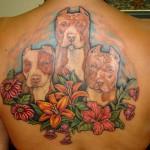 Tatuagem de cachorro nas costas. O melhor amigo do homem. (Foto: divulgação)