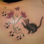 Tatuagem de gato, muito delicada e feminina. (Foto: divulgação)