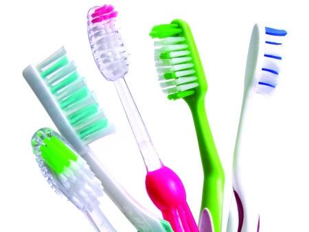 Como escolher a escova de dentes certa: dicas