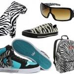 Detalhes animal print proporcinam sofisticação aos adereços e calçados.