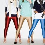 Calças de lycra com cores extremamente fortes e sapatos de salto alto. (Foto: divulgação)