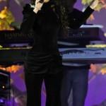 Look todo preto carrega o visual da cantora; (Foto: divulgação)