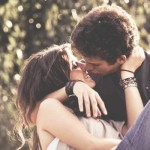 Muitos beijos apaixonados.