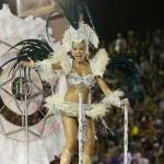 Angélica desfila pela escola de samba Caprichosos de Pilares, no sambódromo do Rio de Janeiro. (Foto: divulgação)
