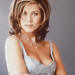Jennifer ja usou cabelos curtos e repicados. (Foto: divulgação)