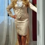 Susana Vieira elegantérrima no conjunto de saia e blazer. (Foto: divulgação)