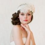 A renda e o chiffon, tecidos delicados e luxuosos eram muito usados na confecção dos vestidos de noiva retrô. (Foto: divulgação)