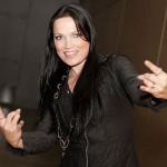 Tarja Turunen ficou mundialmente conhecida como vocalista da banda de metal sinfônico Nightwish, entre 1996 e 2005. Atualmente ela segue em carreira solo. (Foto: divulgação)