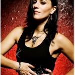 Cristina Scabbia  é vocalista da banda italiana de gothic metal, Lacuna Coil,  juntamente com Andrea Ferro.  A banda é inspirada pelo imaginário gótico e compõe canções com base em linhas de guitarra entrelaçadas com o teclado, contrastando com vocal feminino e masculino. (Foto: divulgação)